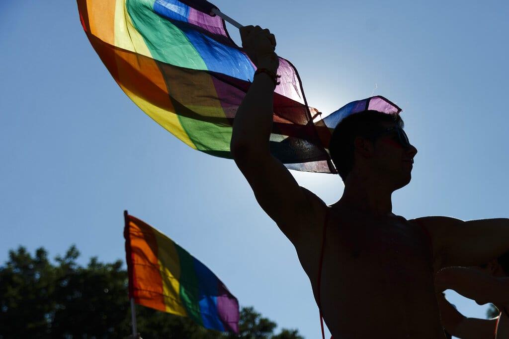 «Παρέμβαση» στα εσωτερικά λέει η Μόσχα στην έκκληση του ΕΔΑΔ για αναγνώριση των γάμων ιδίου φύλου