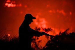 Φωτιά στην «Κορυφή» Ηλείας – Σπεύδουν και εναέριες δυνάμεις (Photos – Video)