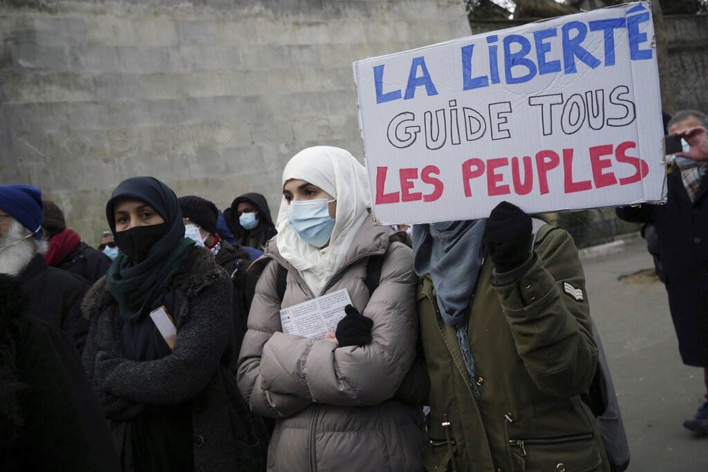 Γαλλία: Στη φυλακή νεαροί που απείλησαν κοπέλα για το Ισλάμ