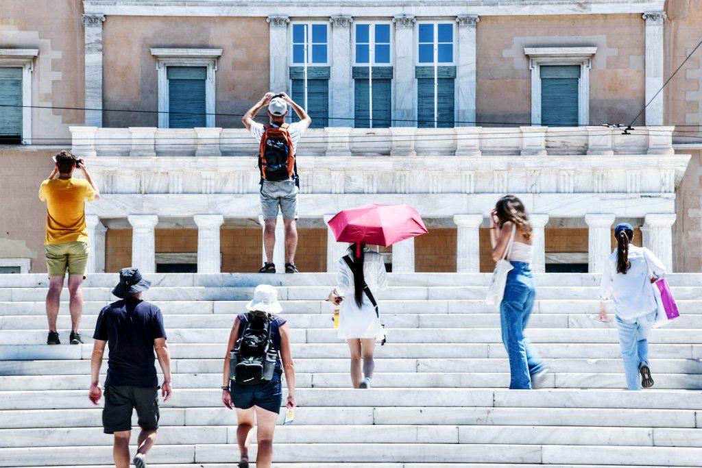 Έρχεται καύσωνας «διαρκείας» – Ξεπέρασε ήδη τους 40 βαθμούς η θερμοκρασία στη Δυτική Ελλάδα