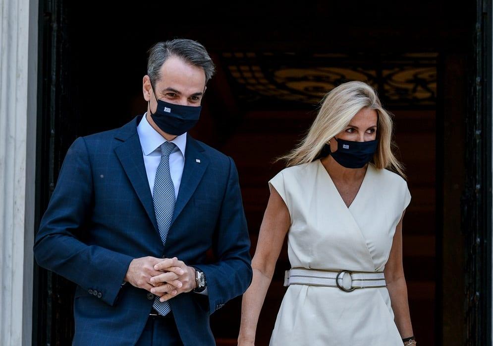 Κύριε Μητσοτάκη, στα ιδιωτικά συμφωνητικά μπορεί να είσαστε Λουδοβίκος και Αντουανέτα