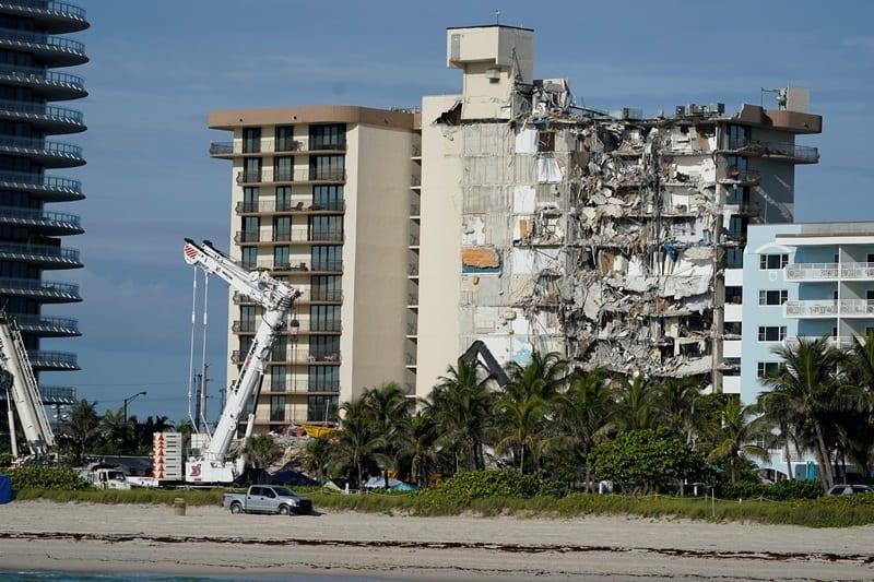 ΗΠΑ: 22 οι νεκροί και 126 οι αγνοούμενοι από την κατάρρευση της πολυκατοικίας στη Φλόριντα