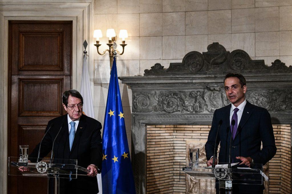 Συνάντηση Μητσοτάκη – Αναστασιάδη για το Κυπριακό: «Η Τουρκία υπονομεύει την επανέναρξη των διαπραγματεύσεων»