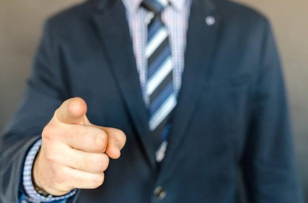 «Εθελούσιες» διώξεις τραπεζοϋπαλλήλων ενώ η ΟΤΟΕ κουνάει το μαντίλι