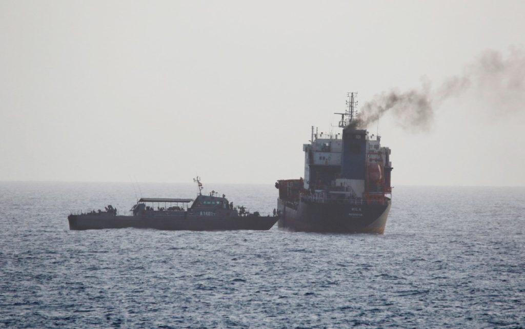 Πλοίο ισραηλινών συμφερόντων χτυπήθηκε ανοιχτά του Ομάν, δύο νεκροί