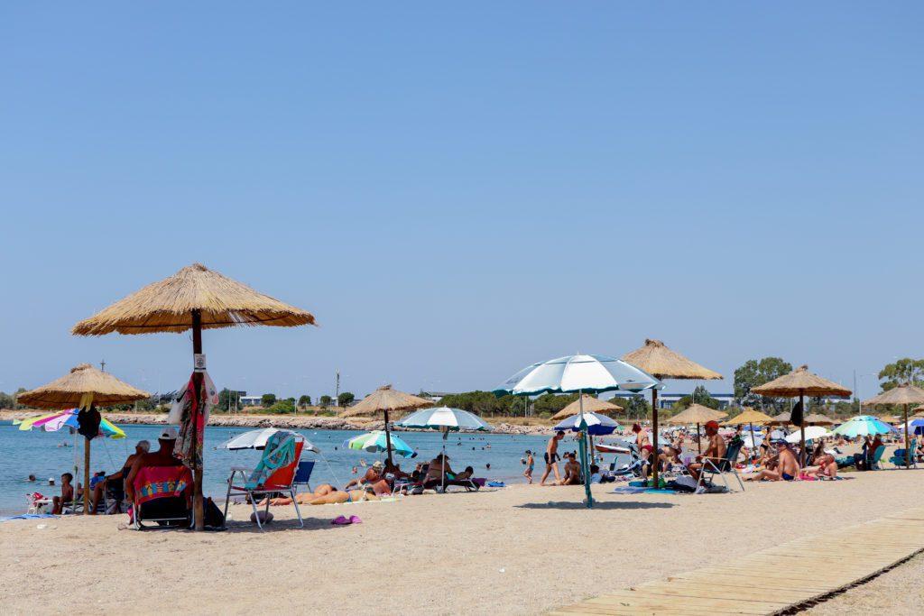 Καύσωνας: Δωρεάν η είσοδος σε οργανωμένες παραλίες της Αττικής