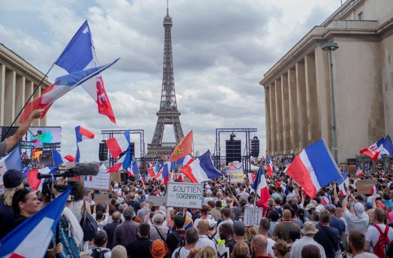 Παρίσι: Αντιεμβολιαστές συγκρούστηκαν με την αστυνομία