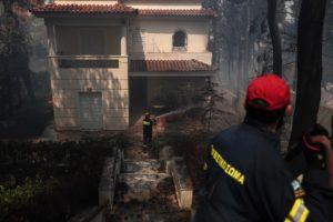 Πυρκαγιά στη Σταμάτα: Καμένα σπίτια και οχήματα – Σε επιφυλακή η πυροσβεστική για νέες αναζωπυρώσεις  (Photos)