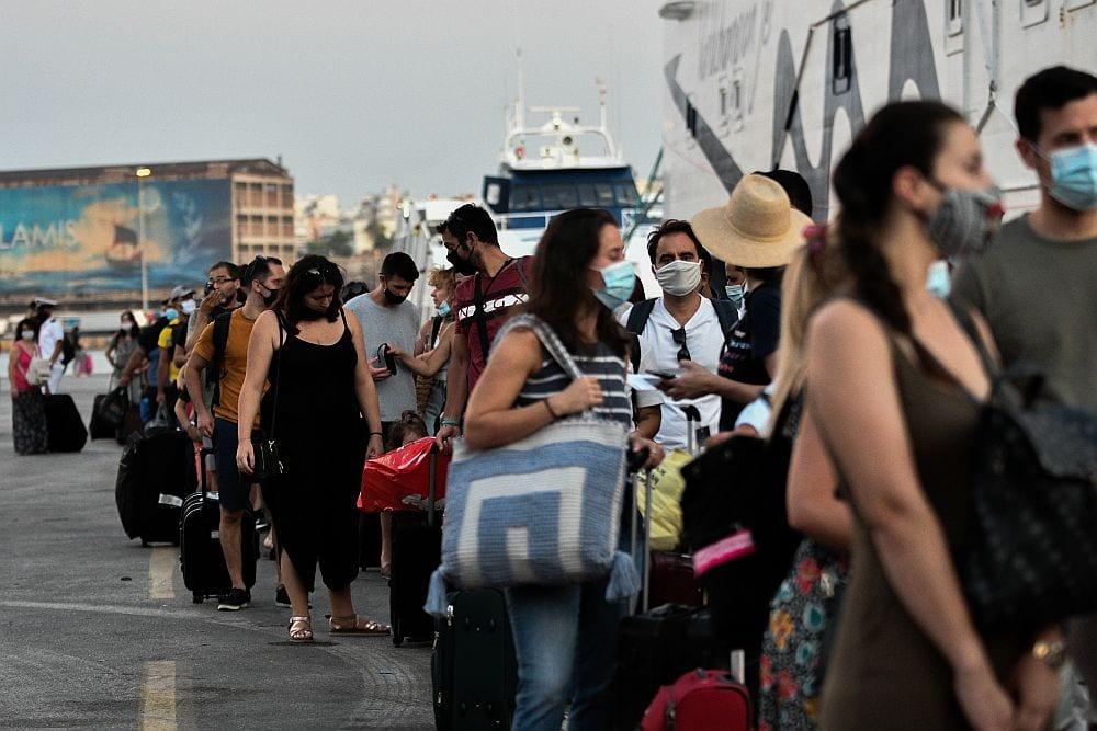 Καταγγελία: Άτομο από το συνεργείο του ΣΚΑΪ επιτίθεται σε πολίτη στο λιμάνι του Πειραιά (Video)
