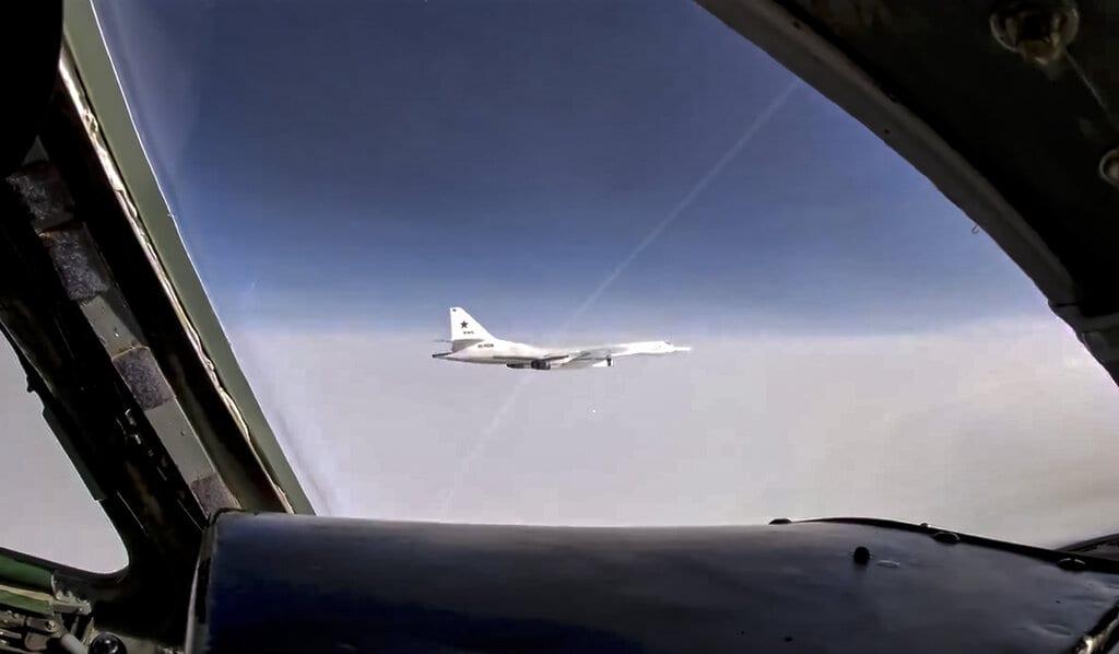 Νορβηγικά μαχητικά «συνόδευσαν» δυο ρωσικά στρατηγικά βομβαρδιστικά