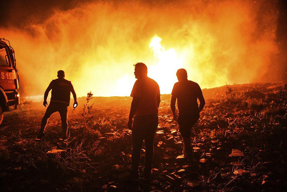 Τέσσερις νεκροί από τις φωτιές στην Τουρκία – Πολίτες επιτέθηκαν φραστικά στον Τσαβούσογλου (Photos – Video)