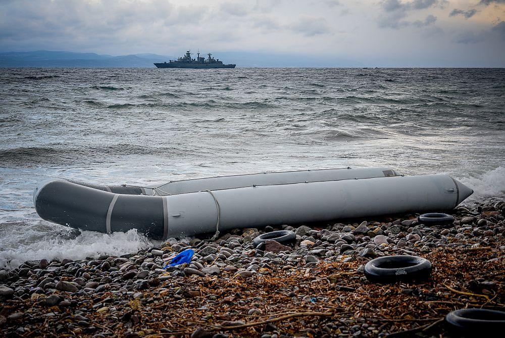 Θρίλερ στη Λέσβο με ναυάγιο φουσκωτής βάρκας – Τρεις αγνοούμενοι, δέκα διασωθέντες