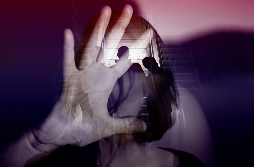 Ιατροδικαστές μιλούν για την κακοποίηση: «Γυναίκες έρχονται με κρανιοεγκεφαλικές κακώσεις και σπασμένα χέρια»