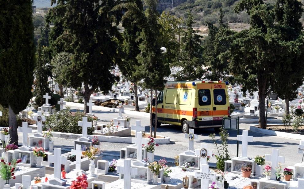 Bόλος: Πήρε χάπια πάνω στον τάφο του συζύγου της