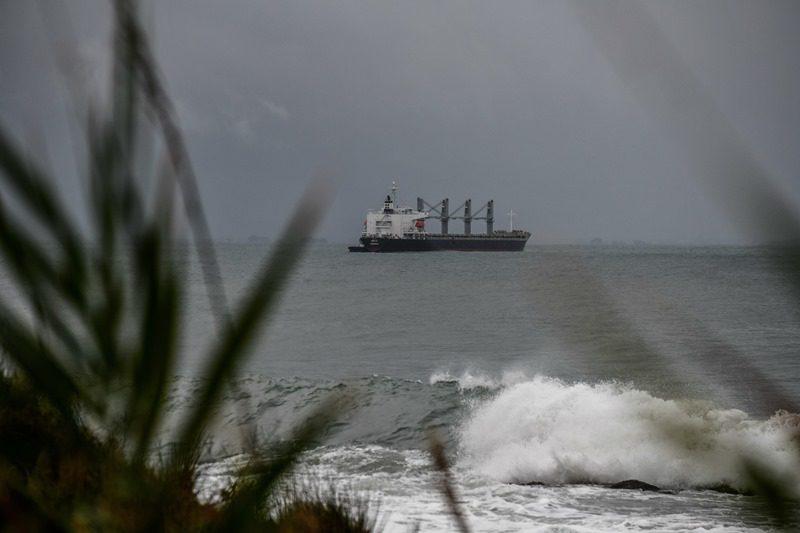 Τουρκικό φορτηγό πλοίο προσάραξε σε αμμώδη αβαθή στο Μαντούδι