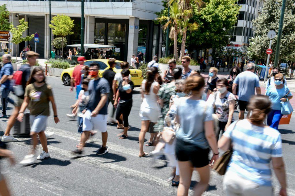 Κικίλιας: Προς το παρόν δεν τίθεται θέμα υποχρεωτικότητας της μάσκας σε εξωτερικούς χώρους