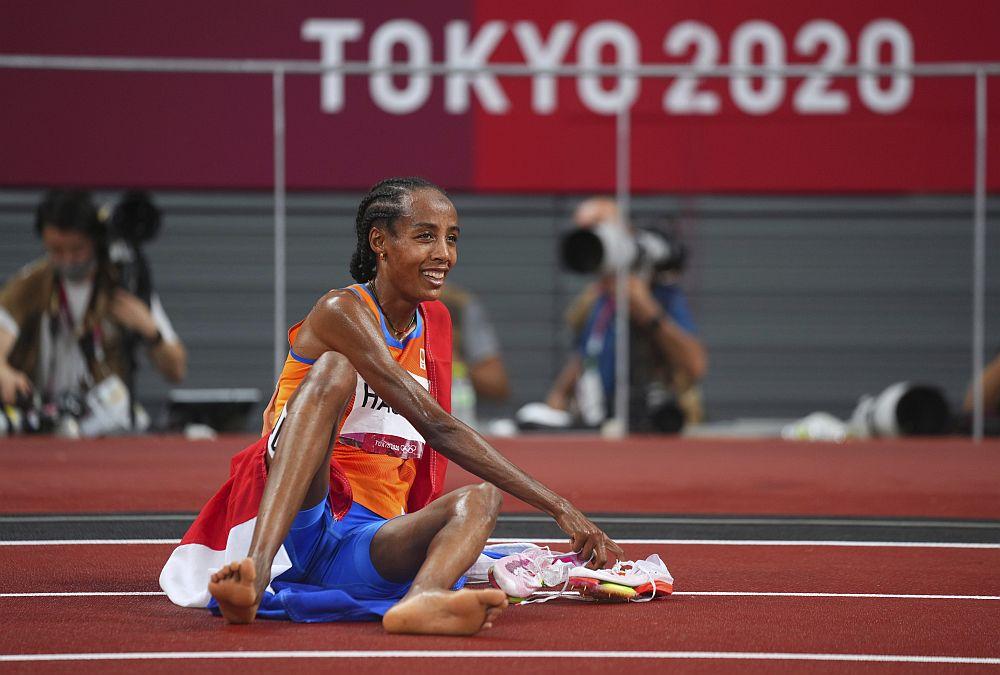 Σιφάν Χασάν: Έπεσε αλλά κέρδισε στα 1.500 μέτρα – Η προσφυγοπούλα από την Αιθιοπία με τα χρώματα της Ολλανδίας (Video)