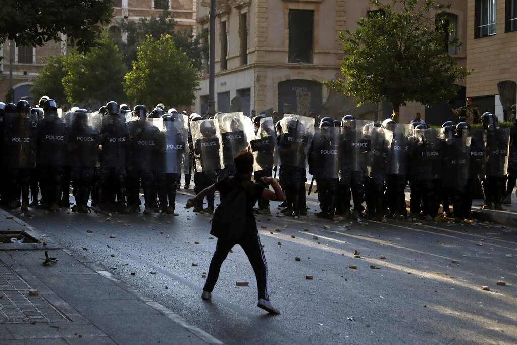 Λίβανος: Τραυματίες σε συγκρούσεις διαδηλωτών με αστυνομικούς