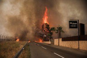 Καίγεται το Ολυμπιακό Χωριό
