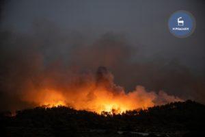 Πύρινος εφιάλτης στη Ρόδο για δεύτερη μέρα: Εκκενώνεται το χωριό Μαριτσά – Μάχη με τις αναζωπυρώσεις δίνουν πυροσβέστες και εθελοντές