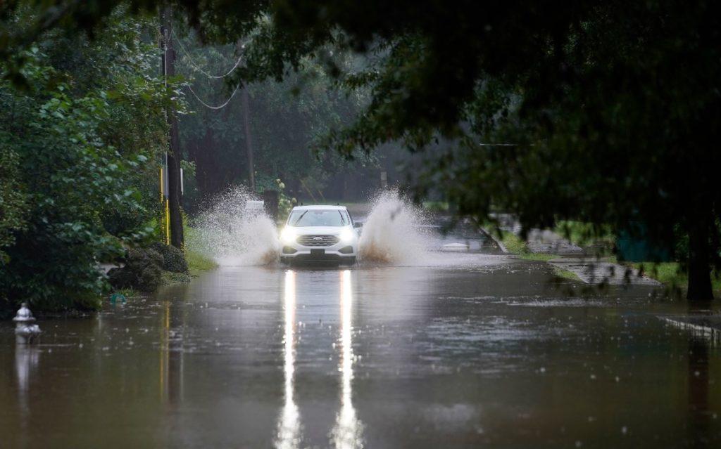 Πλημμύρες πλήττουν τη Βόρεια Καρολίνα – Τουλάχιστον 2 νεκροί και 20 αγνοούμενοι