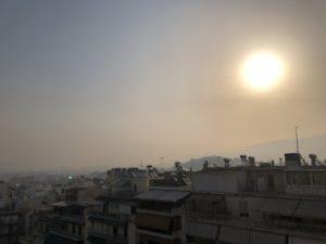 SOS από τους ειδικούς για τα σωματίδια καπνού στην ατμόσφαιρα: «Είναι ιδιαίτερα τοξικά» προειδοποιούν