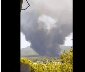 Μεγάλη φωτιά στην Άνω Βαρυμπόμπη – Προβλήματα στην ηλεκτροδότηση (Photos- Video)
