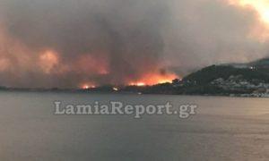 Πύρινος εφιάλτης και στην Εύβοια: Σε τρία μέτωπα καίει η φωτιά, συνεχίζονται οι εκκενώσεις οικισμών