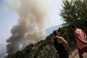 Φωτιά στην Εύβοια – Κάτοικοι κατά του περιφερειάρχη Σπανού: «Καήκαμε ρε, πάρε τηλέφωνο τον Μητσοτάκη»  (Video)