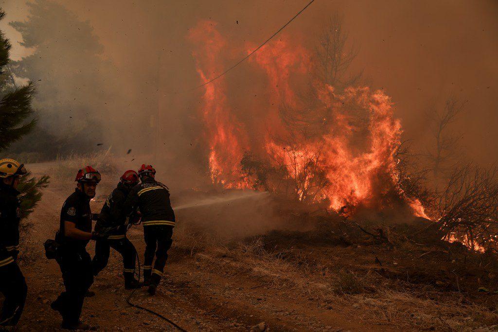 Σοκαριστική καταγγελία από τη Βόρεια Εύβοια: «Μαζέψτε τους Ρουμάνους πυροσβέστες γιατί θα τα σβήσουν όλα»