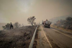 Κόλαση φωτιάς στην Εύβοια – Πάνω από 50 καμμένα σπίτια