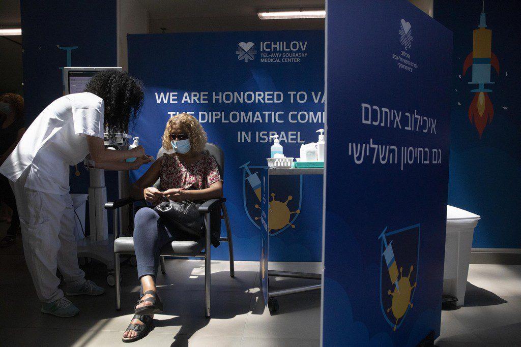 Ισραήλ: Μειώνει στα 30 έτη το όριο για τη χορήγηση της τρίτης δόσης εμβολίου