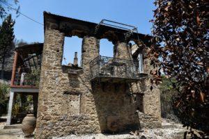 Φωτιά στην Αχαΐα: Αποκαΐδια παντού, παραμένει σε εξέλιξη (Photos)