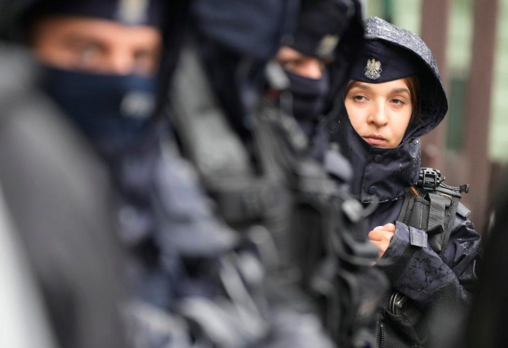 Η Πολωνία υψώνει φράχτη 2,5 μέτρων στα σύνορα με τη Λευκορωσία