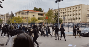 Θεσσαλονίκη: Επεισόδια και άγριο ξύλο έξω από σχολείο – Δύο φοιτητές σοβαρά τραυματισμένοι (Video- Photos)