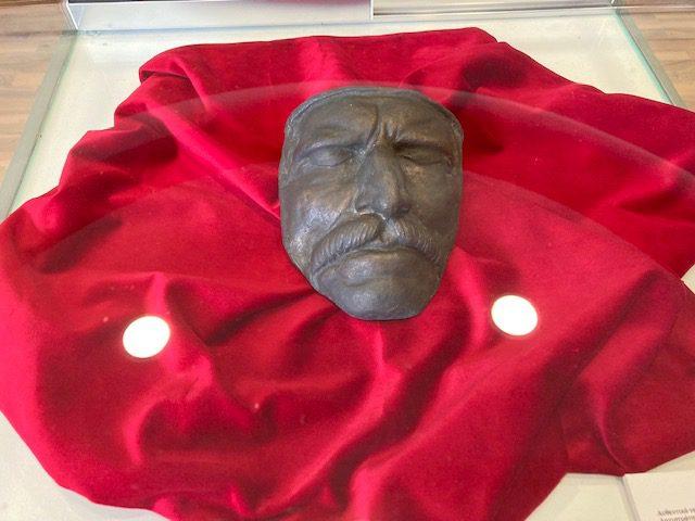 Θεσσαλονίκη: Το αυθεντικό νεκρικό εκμαγείο της μορφής του Θ. Κολοκοτρώνη στη ΔΕΘ
