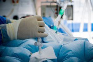 Κορονοϊός: Οι ανεμβολίαστοι γεμίζουν τις ΜΕΘ
