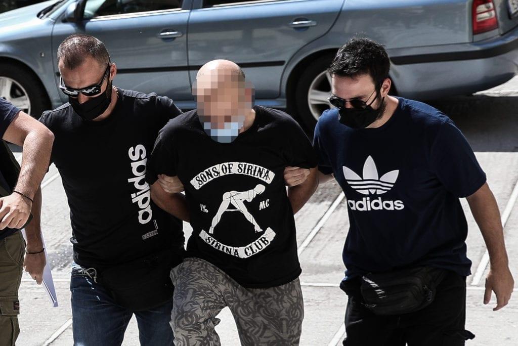 Ηλιούπολη: Την ύπαρξη και ανήλικης στο σπίτι καταγγέλλει η 27χρονη όμηρος του αστυνομικού – «προαγωγού»