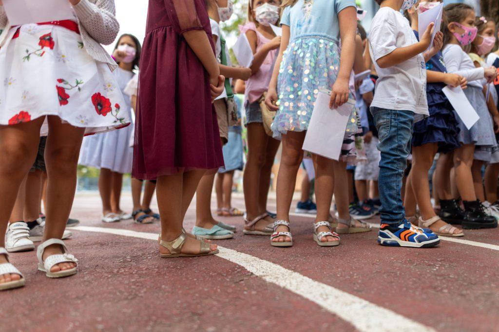 Ανήσυχοι οι ειδικοί για τα σχολεία –  Φόβοι για μέχρι και 500 παιδιά στα νοσοκομεία
