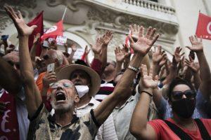 Τυνησία: Ο πρόεδρος Σαϊέντ παρακάμπτει το Σύνταγμα και θα κυβερνήσει με διατάγματα