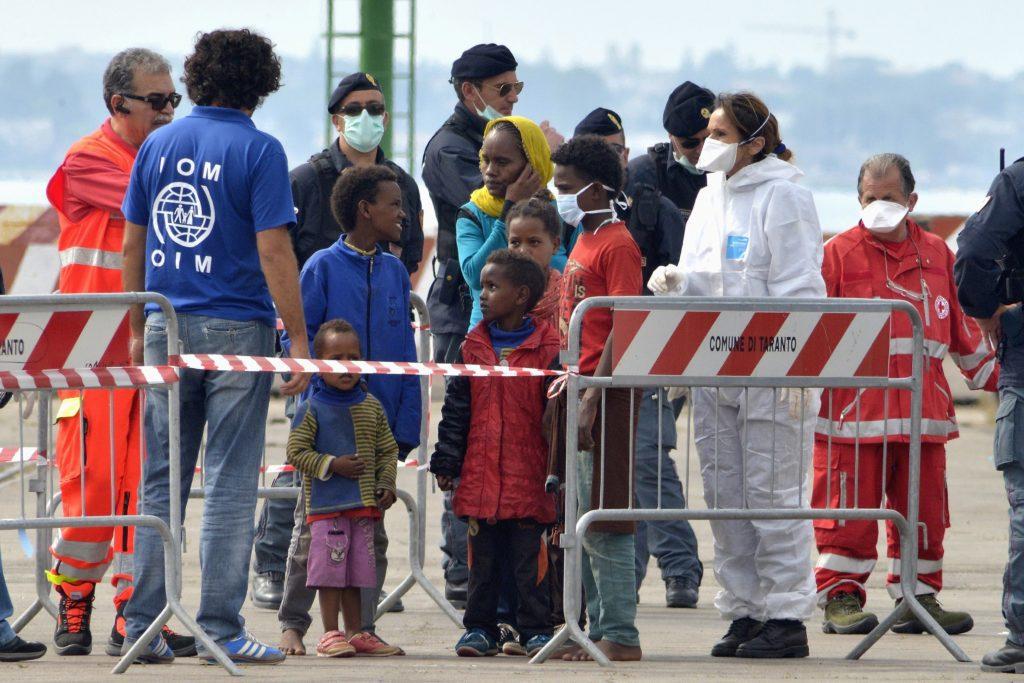 Ιταλία: Συνεχείς οι αποβιβάσεις μεταναστών και προσφύγων στο νησί της Λαμπεντούζα
