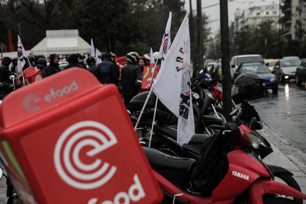 Efood: Με στάση εργασίας και μοτοπορεία την Τετάρτη απαντούν οι διανομείς