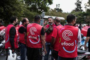 Στους δρόμους οι διανομείς της efood για να γιορτάσουν  τη μεγάλη τους νίκη