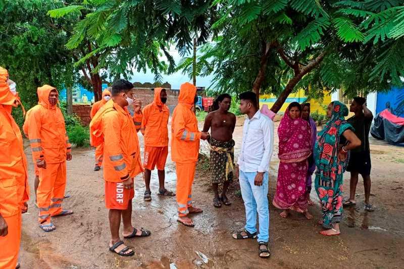 Ινδία: Δεκάδες χιλιάδες άνθρωποι απομακρύνονται, καθώς προσεγγίζει ο κυκλώνας Γκούλαμπ