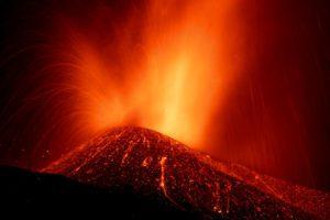 Λα Πάλμα: Νέες εκκενώσεις περιοχών – Έντονες ηφαιστειακές εκρήξεις