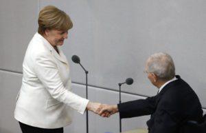 Γερμανία: Ο Σόιμπλε καταλογίζει ευθύνες στην Μέρκελ για τα χαμηλά ποσοστά του CDU