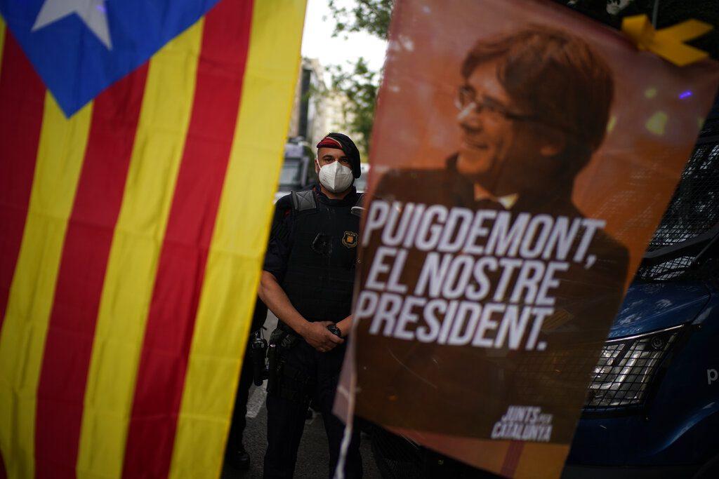 Ιταλία: Ο Κάρλες Πουτζδεμόν, θα αποφυλακισθεί μέχρι να αποφασιστεί αν θα εκδοθεί στην Ισπανία