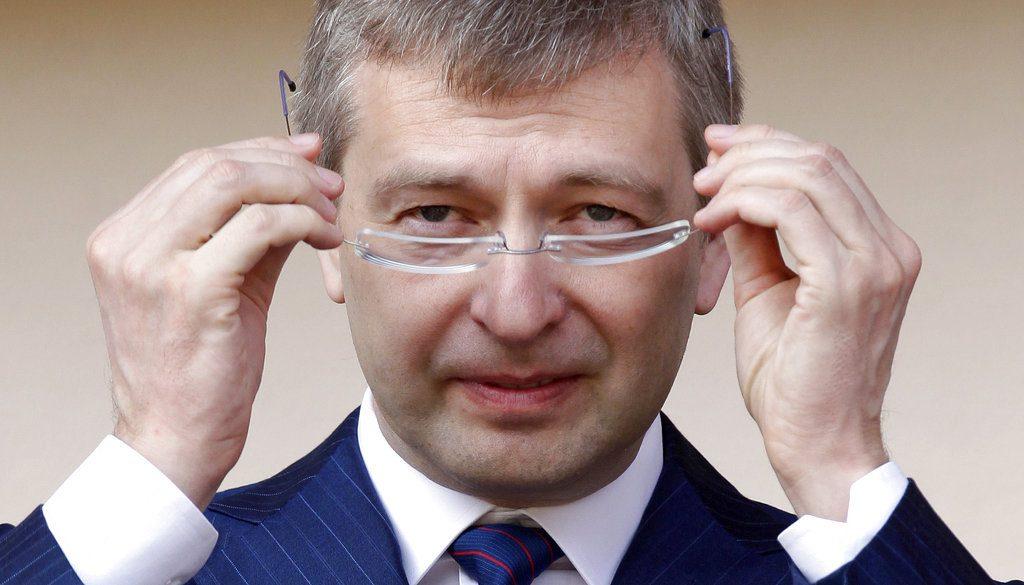 Η κυβέρνηση Μητσοτάκη επιδοτεί με €4,3 εκατ. τον πάμπλουτο Ριμπολόβλεφ για ξενοδοχείο στον Σκορπιό!