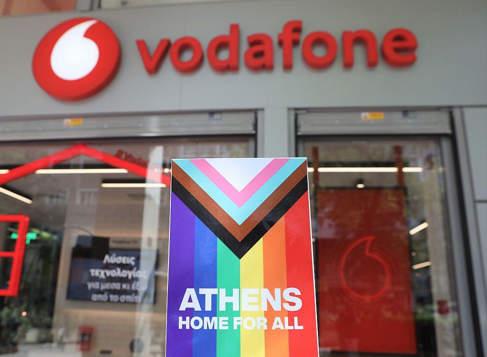 Η Vodafone στηρίζει την διαφορετικότητα μέσα από το δίκτυο καταστημάτων της με το μήνυμα «Athens Home for All»