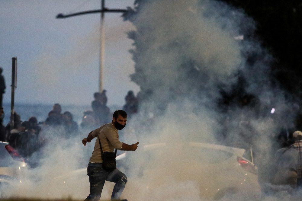 Θεσσαλονίκη: Μολότοφ και δακρυγόνα στην πορεία ακροδεξιών και αντιεμβολιαστών (Photo/Video)